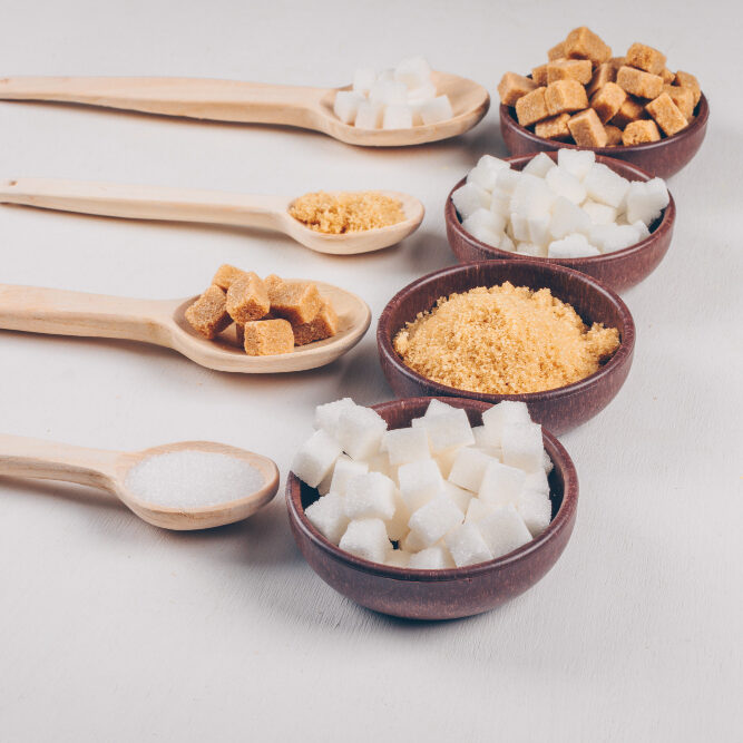 high-angle-view-white-brown-sugar-bowls-with-spoons